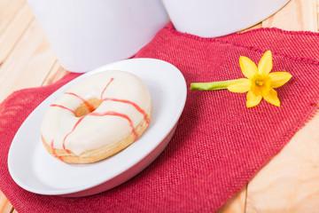 Donut mit fruchtiger Füllung
