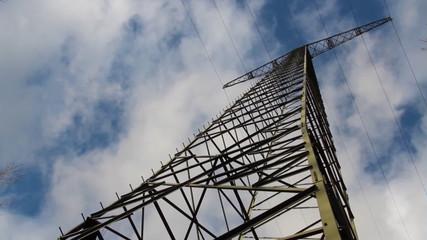 Strommast - Wolken im Zeitraffer