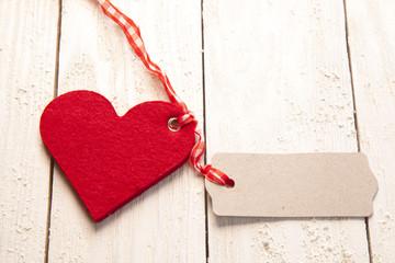 Rotes Herz mit Anhänger