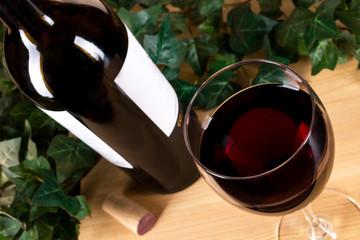 Weinglas Rotwein Blätter