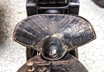 alter Motorradsattel
