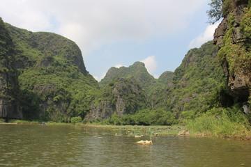 Paisaje carstico en la provincia de Hoa Lu. Vietnam