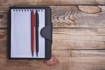 Блокнот и ручки