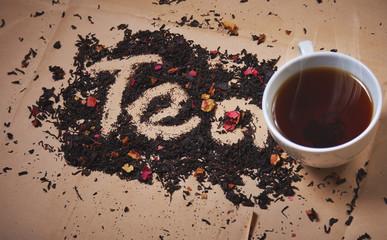 Заварка и чашка горячего чая