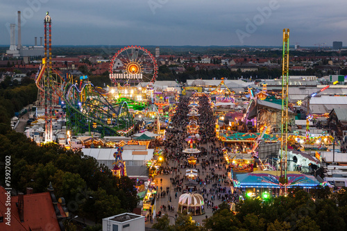 Keuken foto achterwand Centraal Europa View of the Oktoberfest in Munich at night.