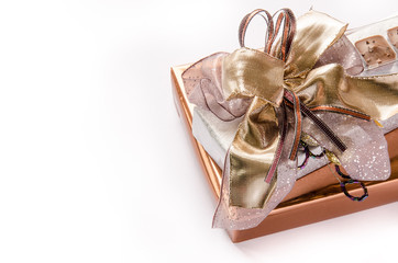 Mit Schleife verpacktes Geschenk
