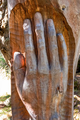 Geschnitzte Hand Baumstamm
