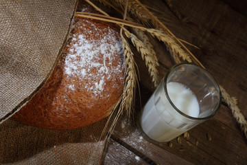 Bread round pshenichno - rye and milk