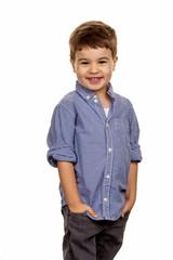 Kleiner Junge in Pose