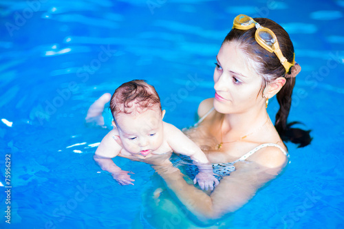 Mother and baby girl in swimming pool - 75956292