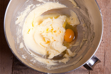 adding egg to mixed butter with sugar