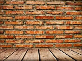 pared de ladrillos con suelo de madera