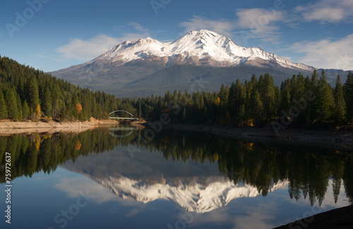 Aluminium Bergen Mt Shasta Reflection Mountain Lake Modest Bridge California