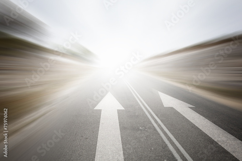 Road with arrow - 75976062