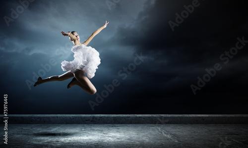 Ballerina girl - 75976443