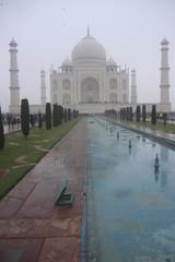 le Taj Mahal dans le brouillard