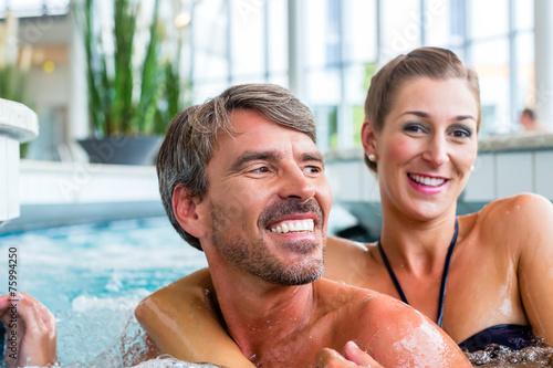 canvas print picture Mann und Frau entspannen im Wellness Spa
