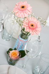 Tischdekoration rose hellblau