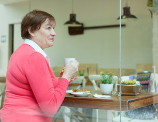 woman drinking coffee in   cafe.