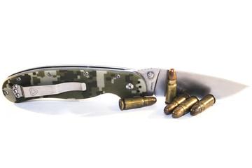 Нож и патроны