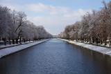 Nyphenburger Kanal im Winter mit Schloss Nymphenburg