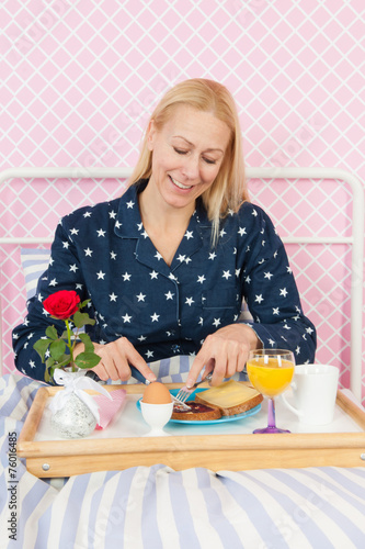 canvas print picture Woman breakfast on bed