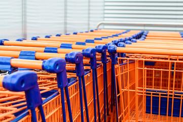 Einkaufswagen bei Supermarkt