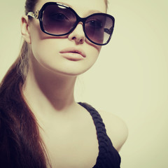 Fashion portrait of young pretty woman wearing sunglasses