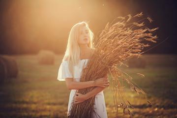 Romantiс portrait blonde girl in a field on sunset