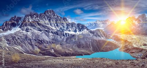 Leinwandbild Motiv Beautiful snow-capped mountains with lake