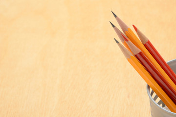教育イメージ―机の上の鉛筆