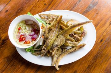 魚のから揚げ タイ料理