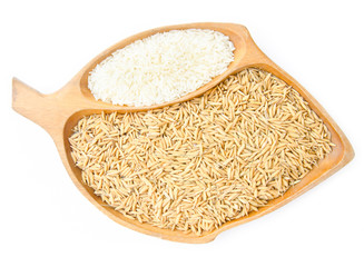 different of paddy and raw rice in wooden bowl