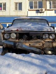 Старый автомобиль после аварии