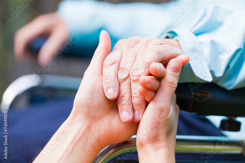 Helping hands - 76049810