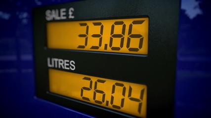 UK petrol pump display starts fueling at 30 pounds