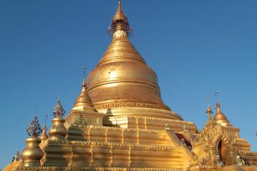 Pagode dorée de Kuthodaw à Mandalay