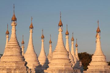 Les flèches de la pagode Sanda Muni à la lumière du couchant