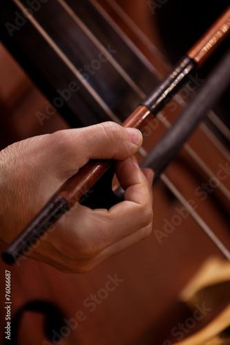 Leinwanddruck Bild Hand musician playing contrabass