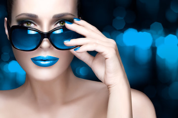 Colorful Makeup. Fashion Model Woman in Blue Oversized Sunglass