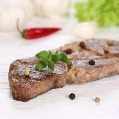Gebratenes Schweinefleisch Steak auf einem Holzbrett