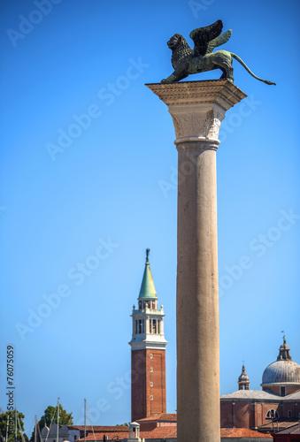 Leinwanddruck Bild Winged St Mark Lion symbol of Venice on its column - Venice, Ita