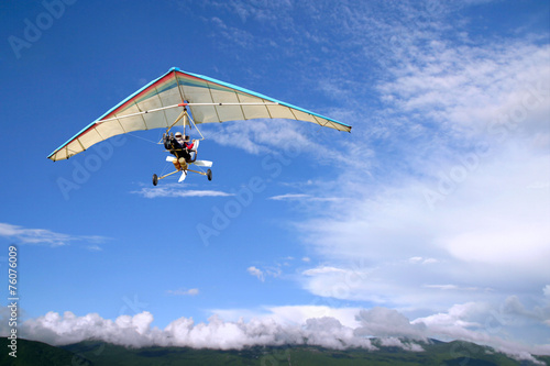 Foto op Plexiglas Luchtsport Flight Motorized hang glider