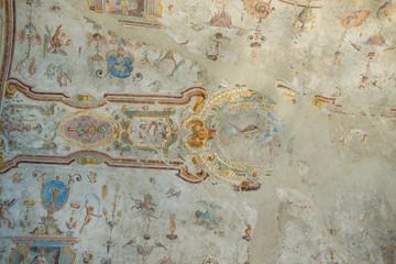 Affresco su volta, sfondo con trama di muro antico
