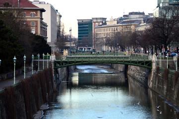 Wienfluss mit kleiner Ungarbrücke