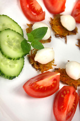 Mozzarella, Rösti und Salat