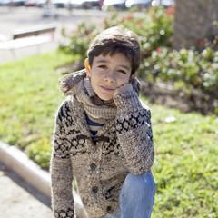 Niño con chaqueta de lana