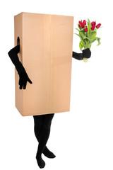 Konzept: Paketdienst als Blumenlieferant