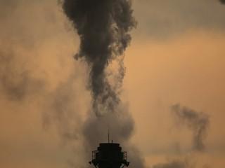 şehri kirleten fabrika bacaları