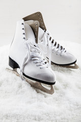 Ice skates with cap